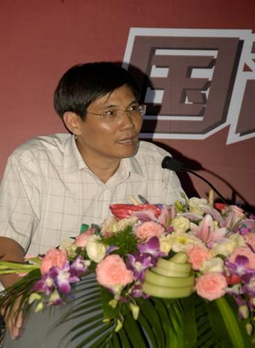 图为上海市版权局版权处副处长施世东在会上发言